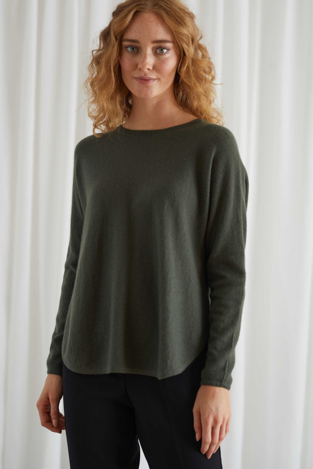 Davida Curved sweater Army green scaled